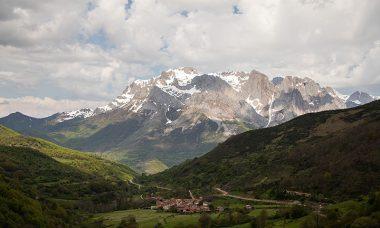 100 años del Parque Nacional Picos de Europa… Donde las manos acarician el cielo