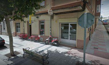 Un presunto atracador de un bar de León resulta herido de bala cuando iba a ser detenido por la Policía Local
